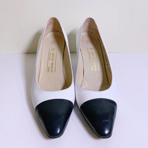 Bruno Magli Leather White and Navy Pump Size 10